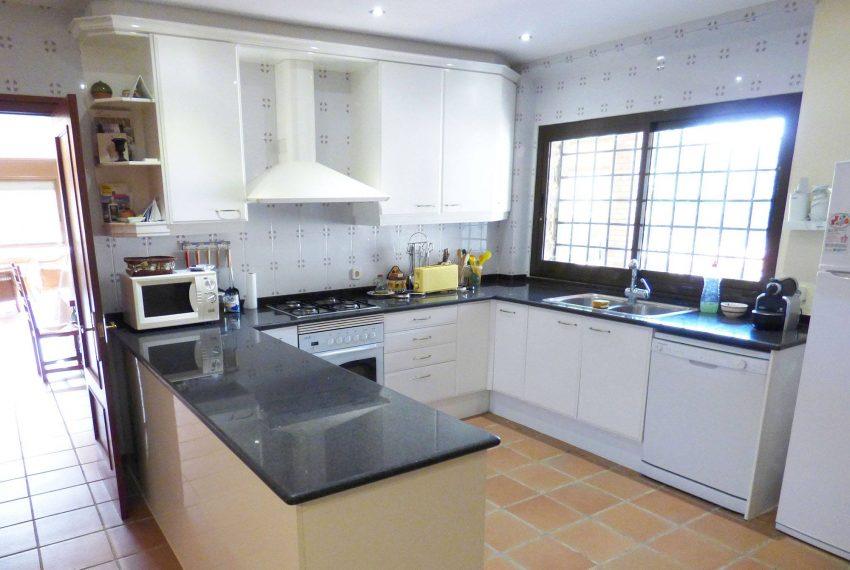 Casa con Piscina en el Emporda Cocina