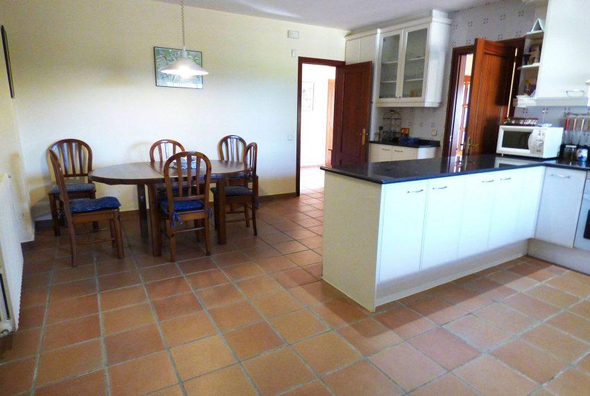 Casa con Piscina en el Emporda Cocina Office