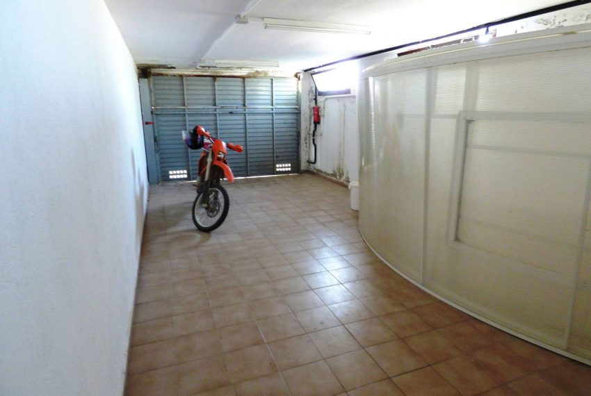 Casa con Piscina en el Emporda Garaje