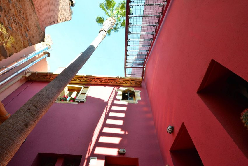 Hotel Venta Emporda Escaleras Palmera