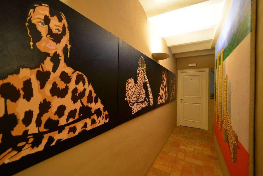 Hotel Venta Emporda Pasillo Cuadros